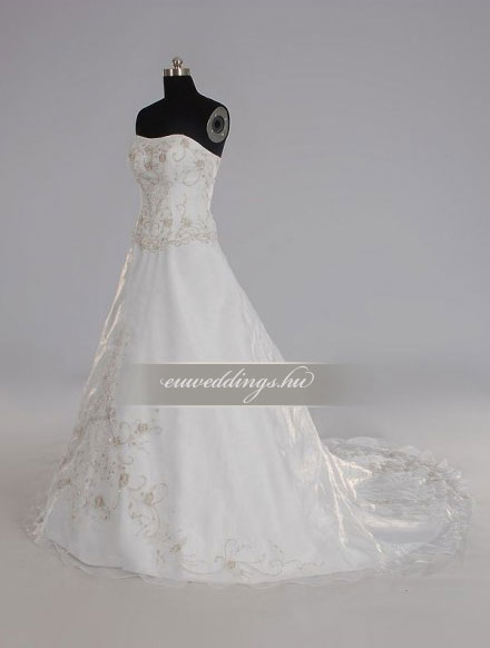 Esküvői ruha báli fazonú ujjatlan-BFU-5388