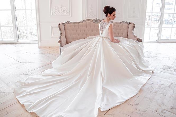 A királyi esküvők kötelező kiegészítője a tiara: fotókon a műkincsként őrzött menyasszonyi ékszerek